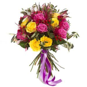 Mazzo di rose gialle e rosa