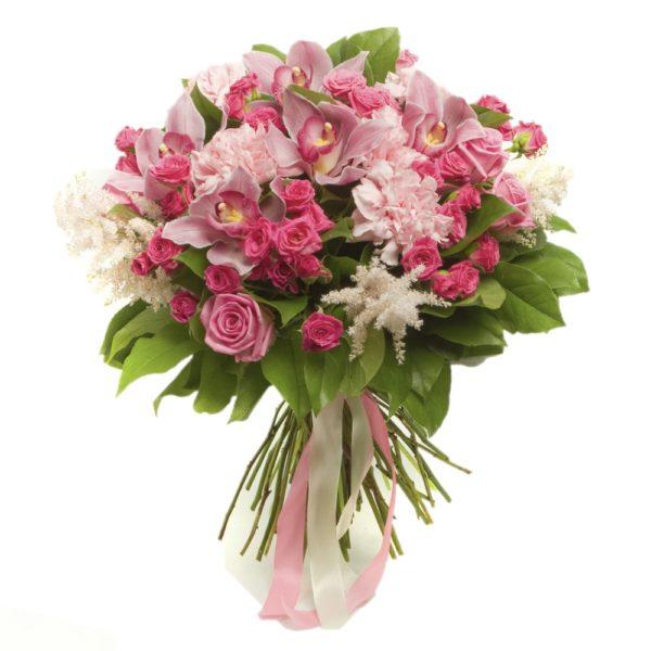 Soffice e delicato mazzo di fiori rosa