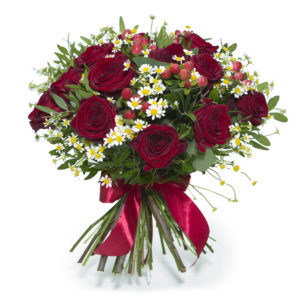 Bouquet di rose rosse e margherite